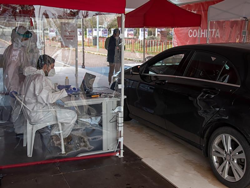 Centro de testes à COVID-19 em drive thru abriu em Loures