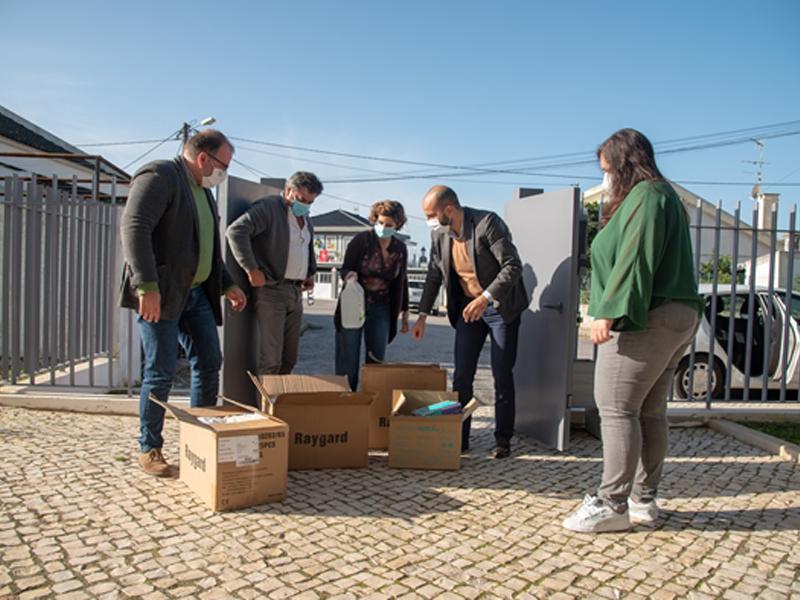 Câmara entrega Equipamentos de Proteção Individual à ARPI de São Julião do Tojal